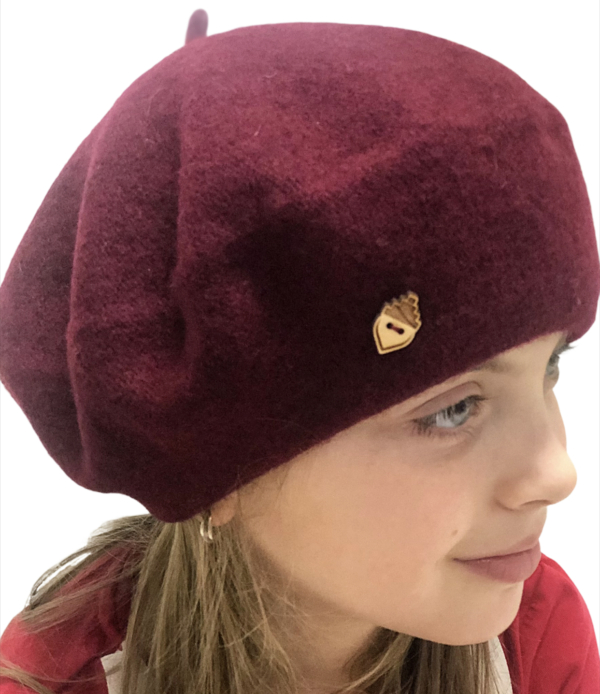 Nukka Wool Beret with wooden acorn Button